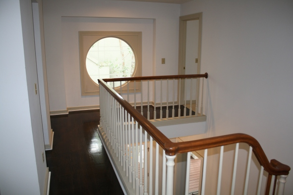 upstairs-foyer